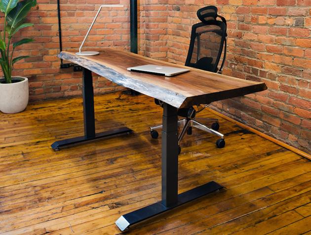 des bureaux ajustables et lectriques pour travailler assis et debout. Black Bedroom Furniture Sets. Home Design Ideas