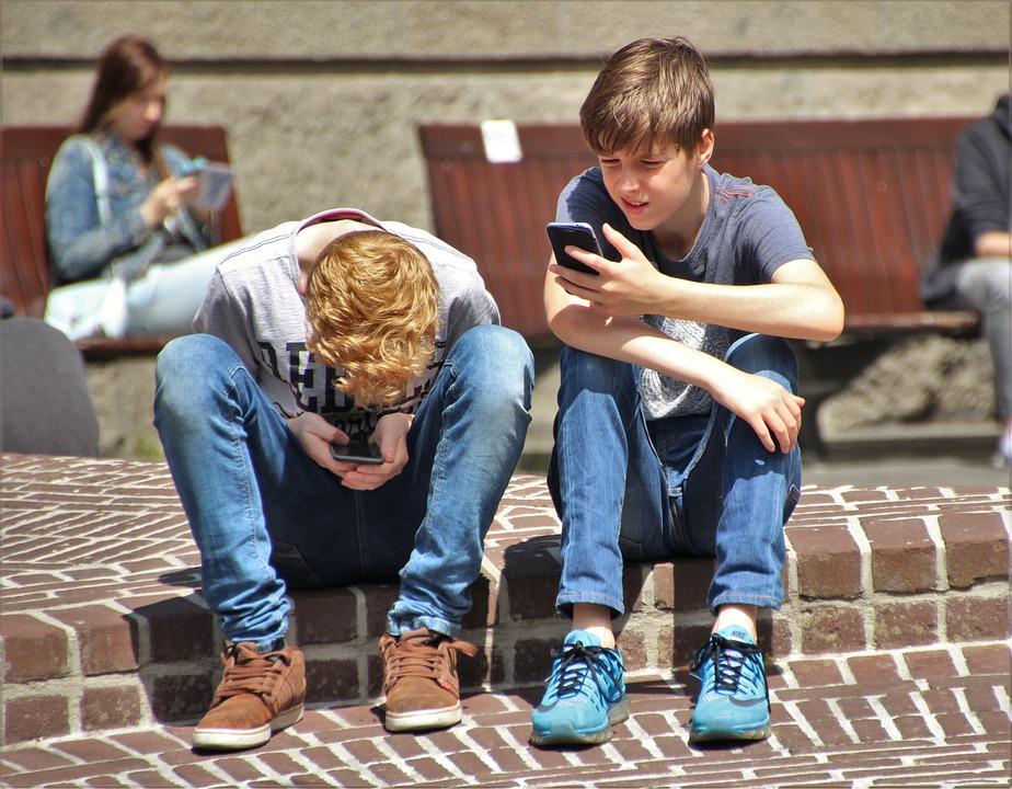 Téléphone écran endommagé soleil