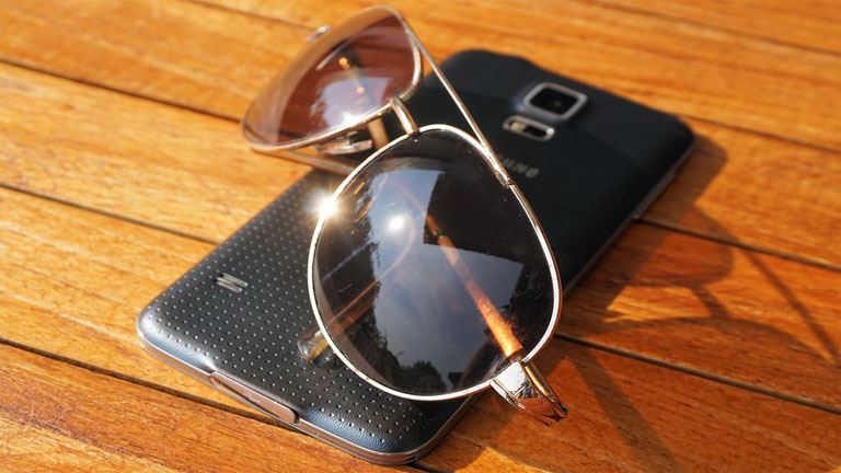 Téléphone exposé au soleil