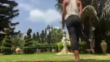 Une séance de yoga interrompue